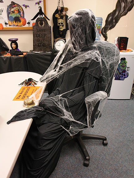 Halloween Decoration Desk Ideas